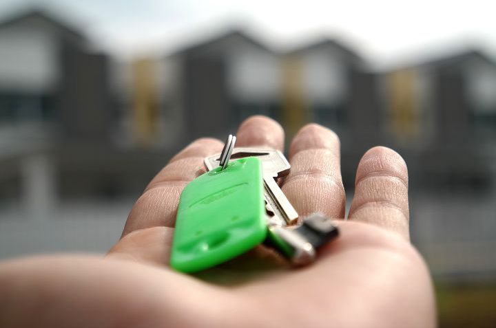 how to find a property sourcer